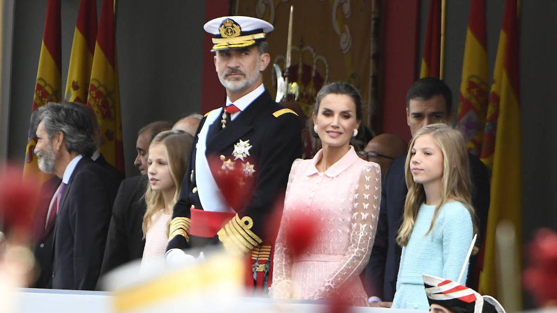 Los Reyes y sus hijas, en el Día de la Hispanidad. (Limited Pictures)