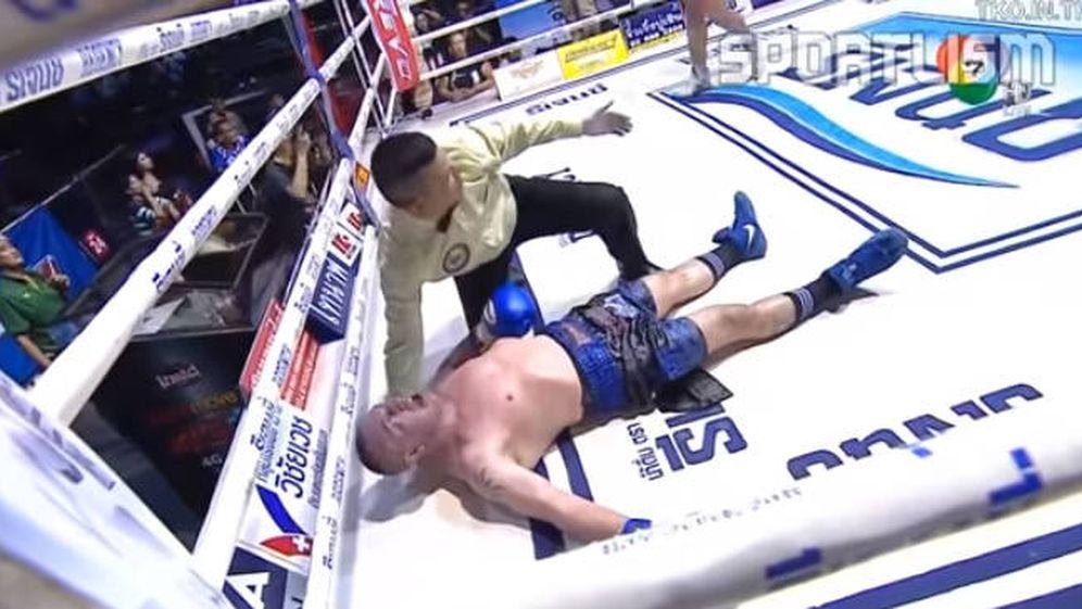 Foto: Christian Daghio, en el momento de irse al suelo (Foto: Youtube)