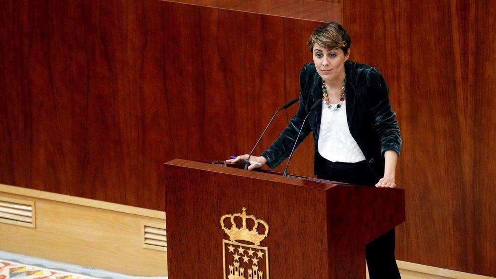 Foto: La portavoz de Podemos, Lorena Ruiz-Huerta, durante el pleno extraordinario de la Asamblea de Madrid en el que Cristina Cifuentes compareció sobre el caso de su máster. (EFE)