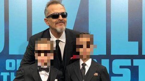 Los hijos de Miguel Bosé estrenan alfombra roja vestidos como su padre: con falda