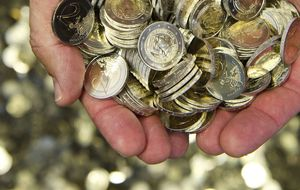 Los efectos de la tormenta suiza llevan al euro a mínimos de 2003