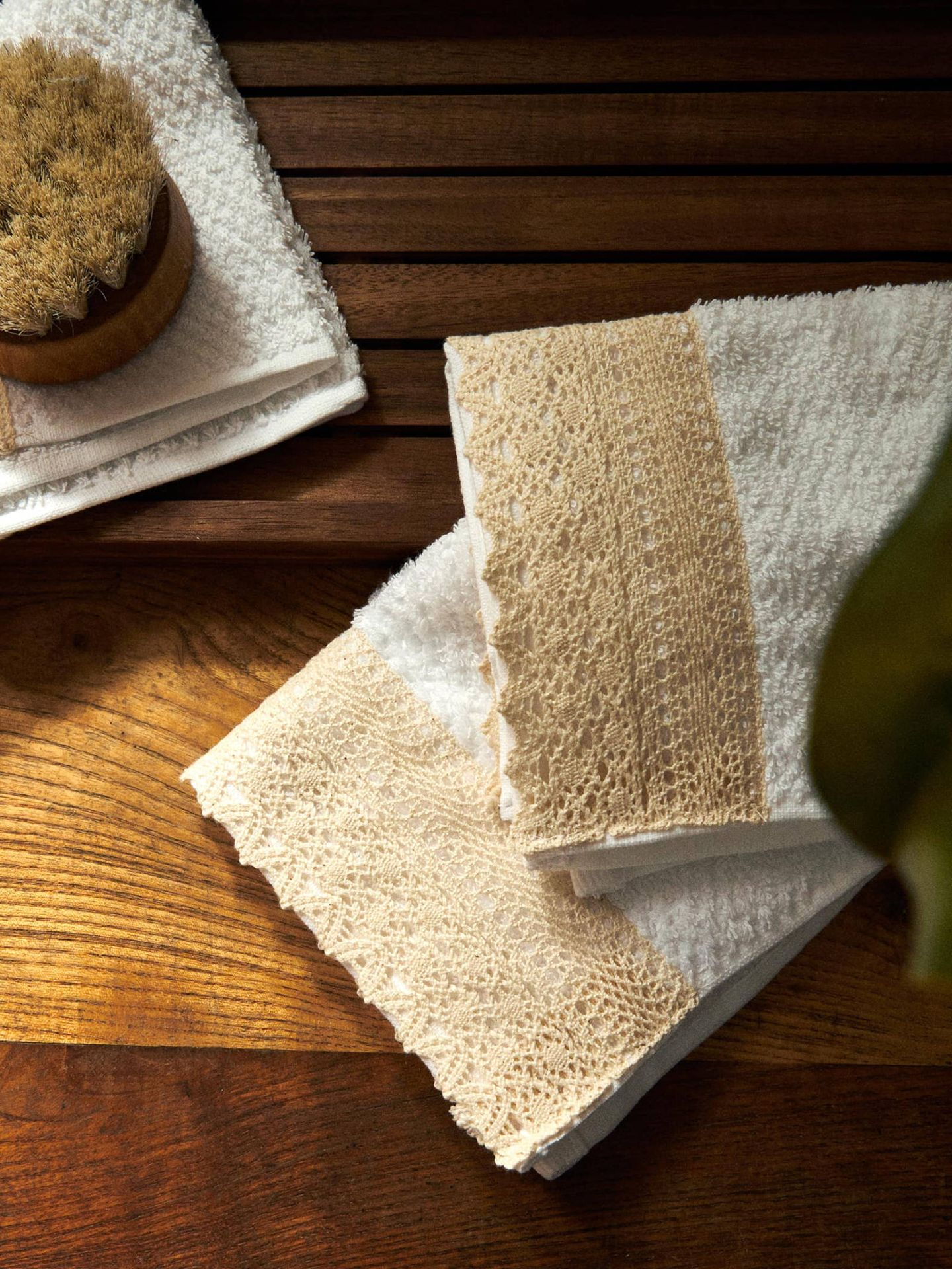 Elegantes toallas de baño de Zara Home. (Cortesía)