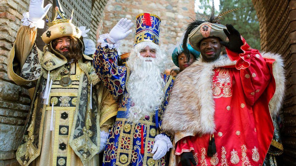 Foto: Los Reyes Magos llegan a cualquier lugar con su magia y sus regalos (EFE/Carlos Díaz)
