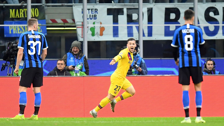 Carles Pérez celebra el primer tanto al Inter. (EFE)