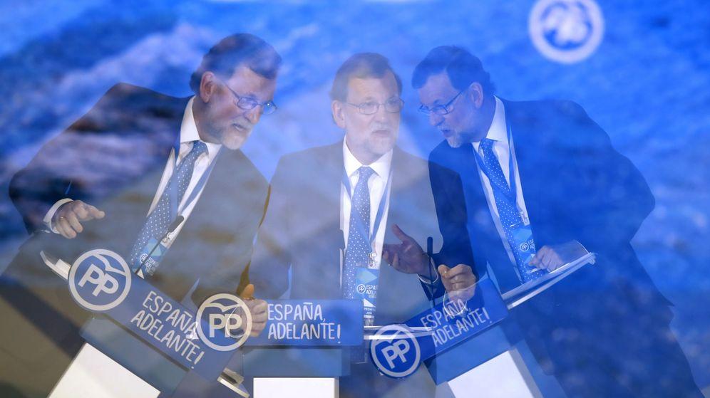 Foto: El líder del PP y presidente del Gobierno, Mariano Rajoy, durante el cierre del congreso popular. (EFE)