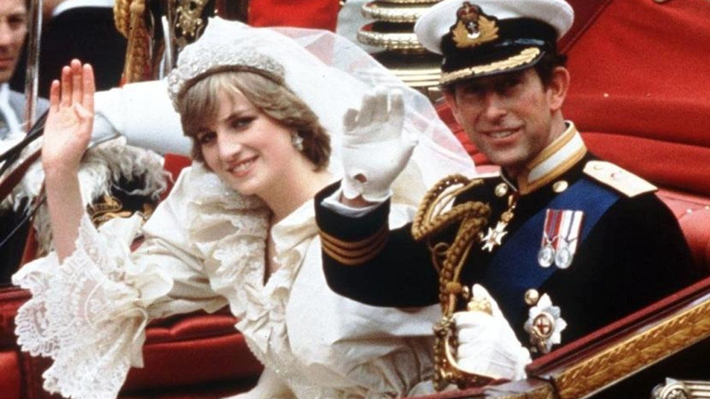 Carlos y Diana, el día de su boda. (AP Photo/PA)