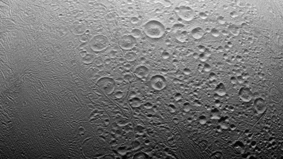 La NASA anuncia que Encélado, una de las lunas de Saturno, podría acoger vida