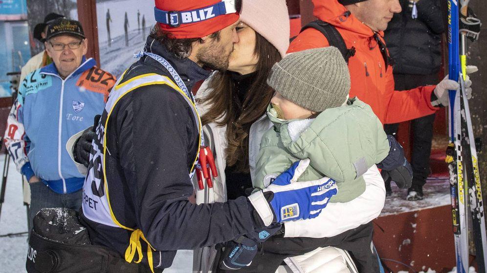 Foto: Carlos Felipe  y Sofía junto al pequeño Gabriel. (Reuters)