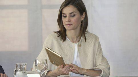 La Reina Letizia, con abrigo de Massimo Dutti bajo un sol abrasador en Madrid