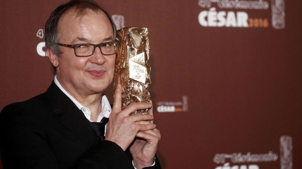 Foto: El director Philippe Faucon tras recibir el Cesar por 'Fatima'