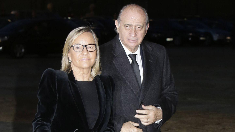 Jorge Fernández Díaz con su mujer (Gtres)