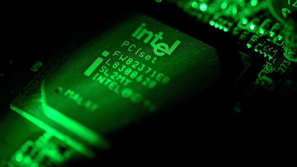 Foto: Placa de una computadora en un ordenador Intel. (EFE)