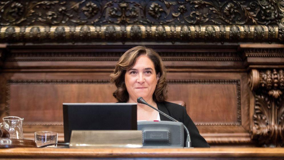 Foto: La alcaldesa de Barcelona, Ada Colau, en un Pleno del consistorio. (EFE)