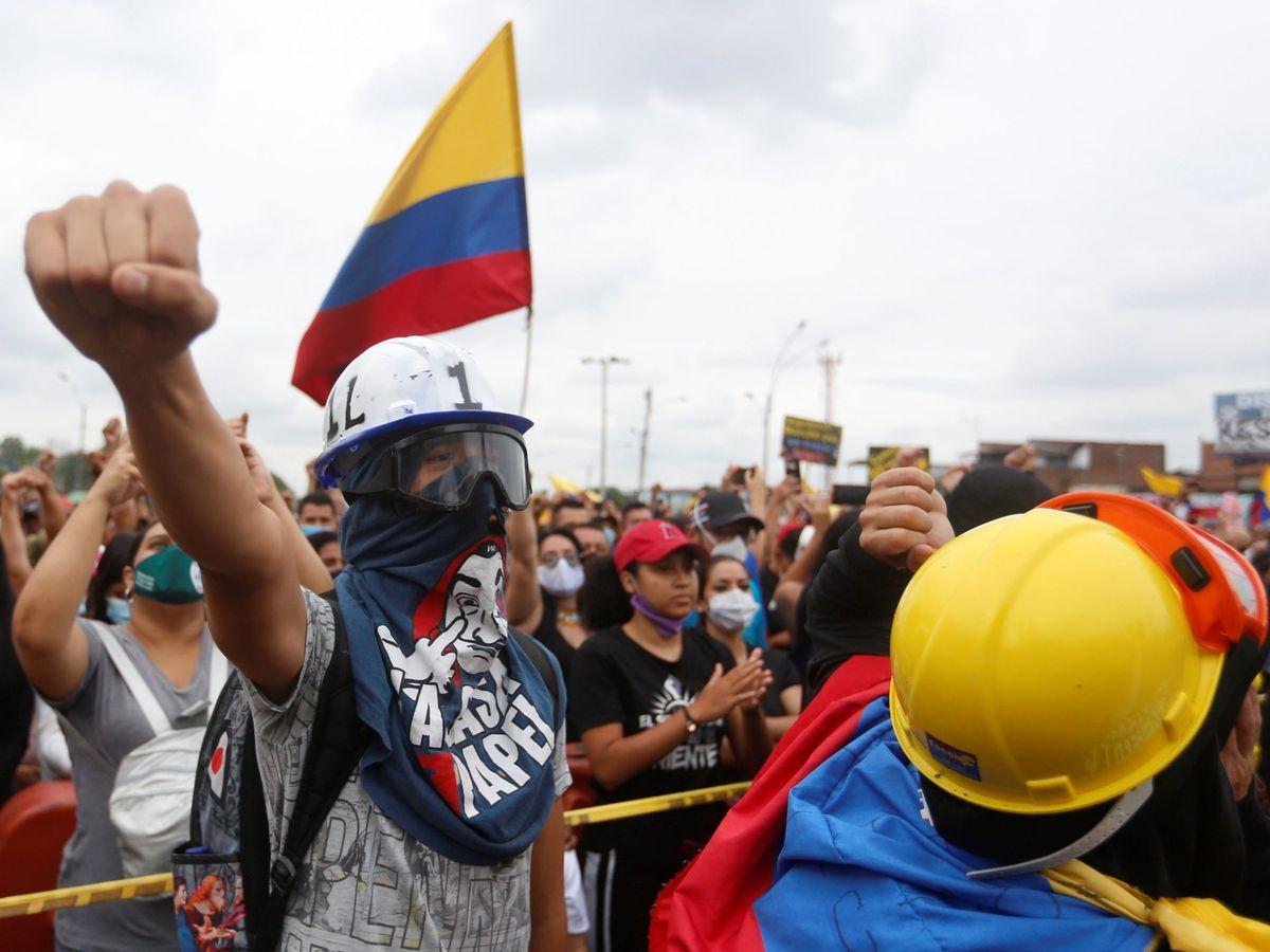 Colombia: un joven muere en más protestas y uno de los líderes deja el país  tras amenazas