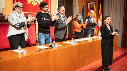 Puigdemont ficha a los diseñadores Josep Abril y Miriam Ponsa para hacer batas