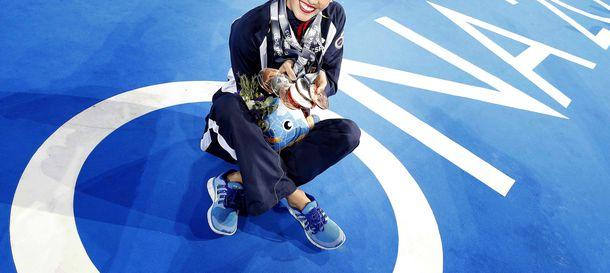Foto: Ona con las medallas conquistadas en los Mundiales de Barcelona (Efe).