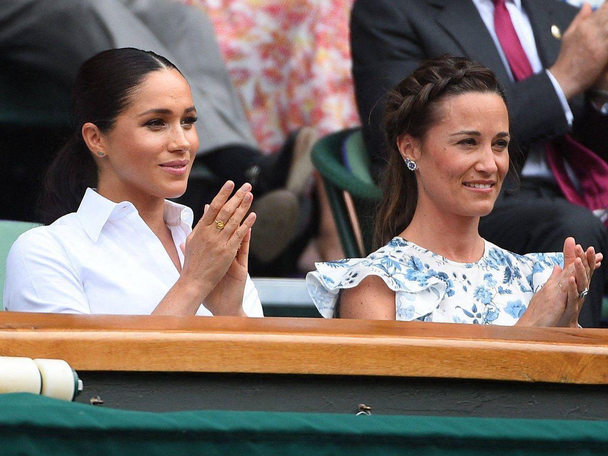 Foto: Meghan Markle y Pippa Middleton, en Wimbledon en 2018. (Cordon Press)