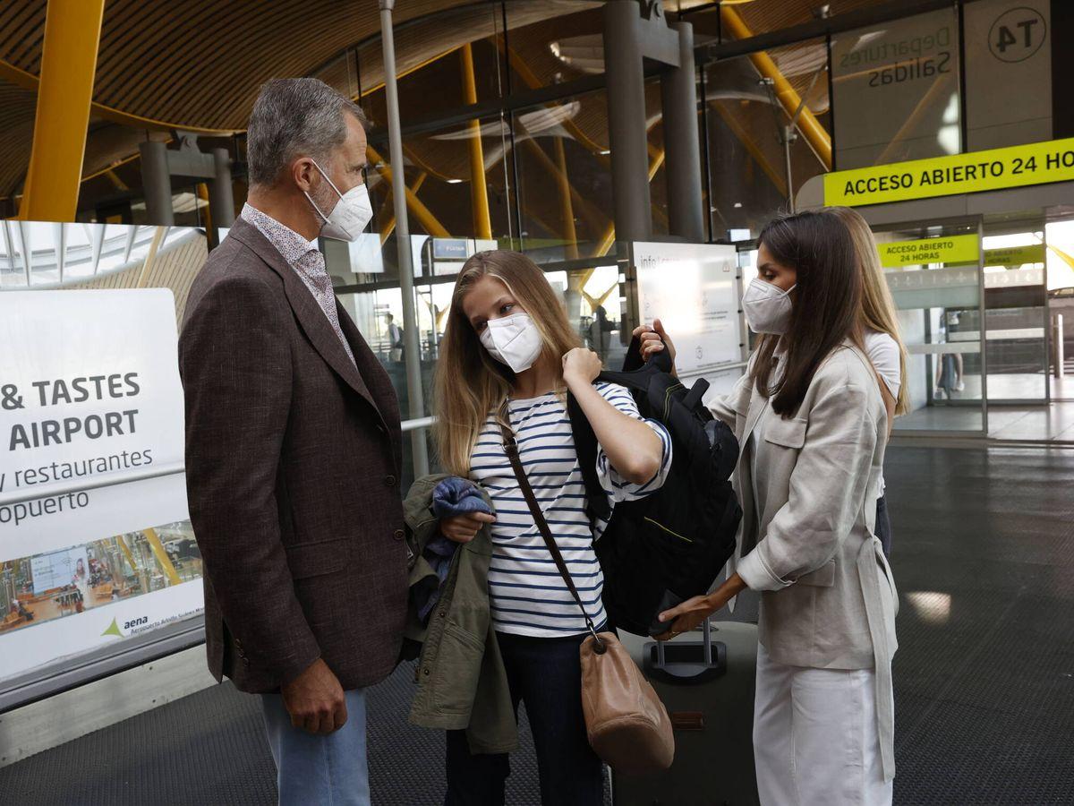 Foto: La despedida de Leonor en el aeropuerto. (Casa de S. M. el Rey)