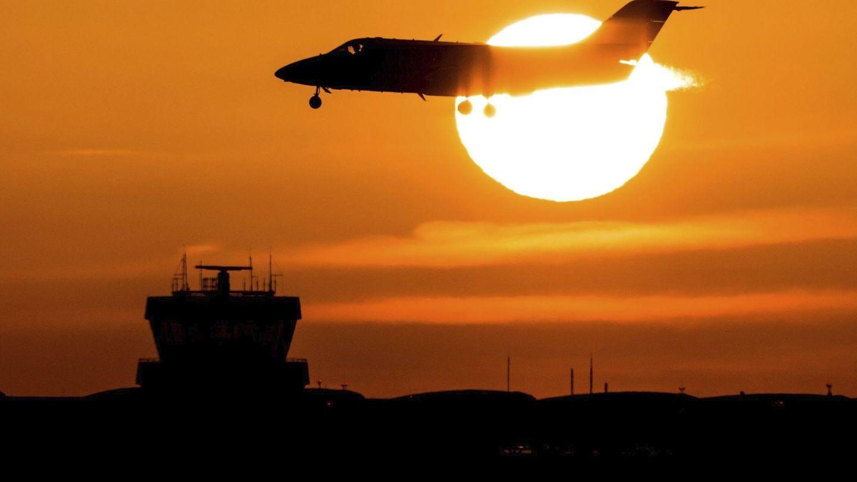 Algunas aerolíneas ofrecerán billetes a 15 euros durante el Black Friday. (EFE)