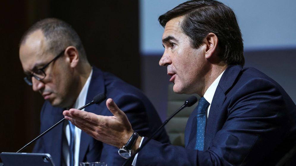 Foto: Carlos Torres, presidente de BBVA (d), junto al CEO, Onur Genç. (EFE)