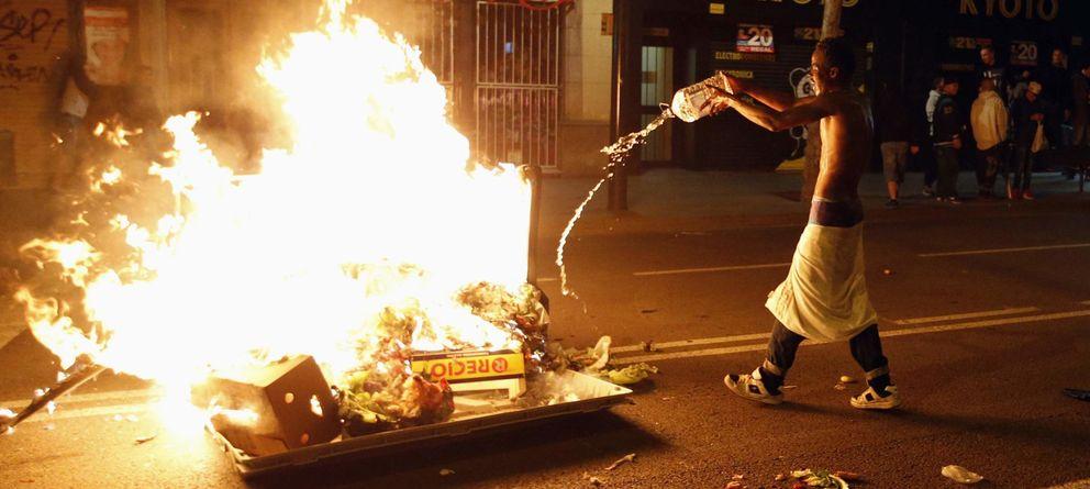 Foto: Protestas por el cierre de Can Vies en el barrio de Sants (Reuters)