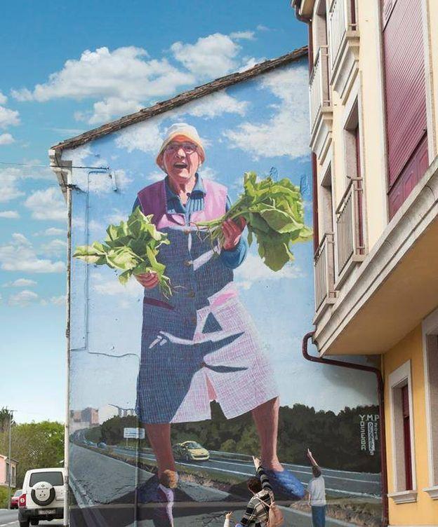Foto: Uno de los enormes murales que ha realizado Joseba Muruzábal dentro de la serie 'Fenómenos do rural'