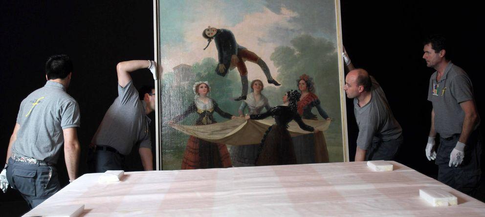Foto: Preparación de la exposición 'Goya: luces y sombras', en 2012. (Efe)
