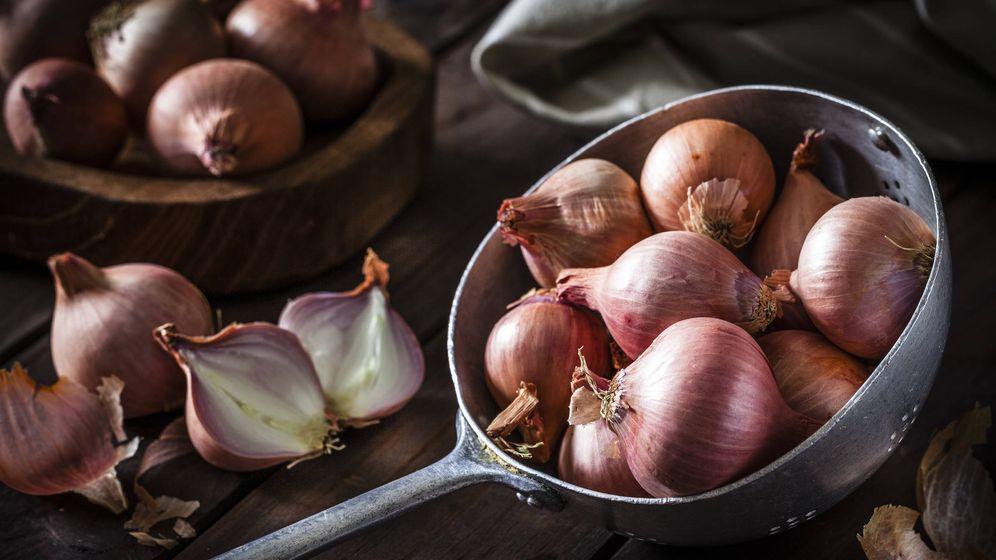 Foto: La cebolla negra tiene tantas o más propiedades que el ajo negro. (iStock)