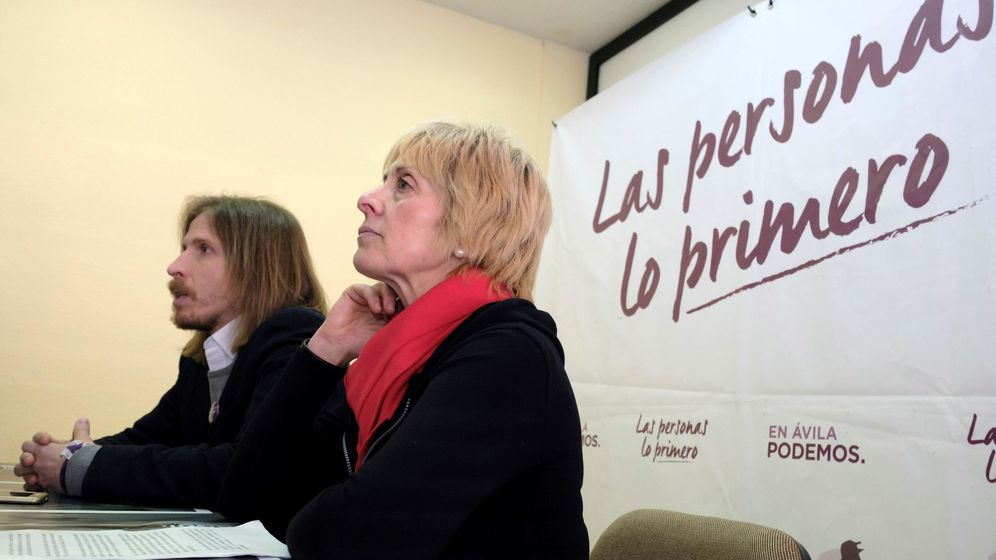 Foto: La candidata de Podemos a la alcaldía de Ávila, Pilar Baeza (d), y el secretario general de Podemos Castilla y León, Pablo Fernández. (EFE)