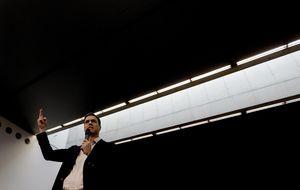 Sánchez y Zapatero se niegan a darse un abrazo en un acto público