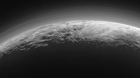 ¿Por qué Plutón está envuelto en una neblina azul?