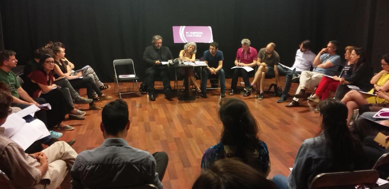 Foto: Julián Rodríguez, Jazmín Beirak y Manuel Guedán, en la presentación del programa 'Libros y bibliotecas' de Podemos Comunidad de Madrid. (EC)