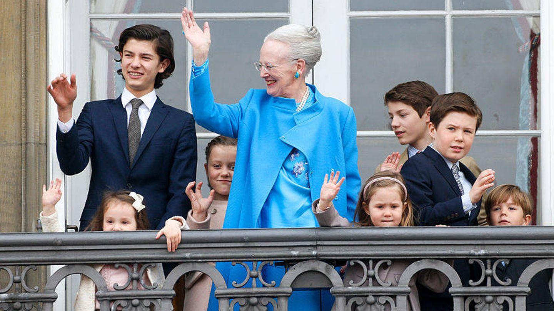 Nicolás de Dinamarca junto a su abuela, Margarita II de Dinamarca. (Getty)