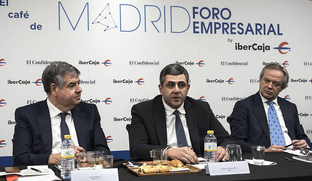 Foto: José Morales (Ibercaja), Zurab Pololikashvili (OMT) e Hilario Alfaro (Madrid Foro Empresarial).