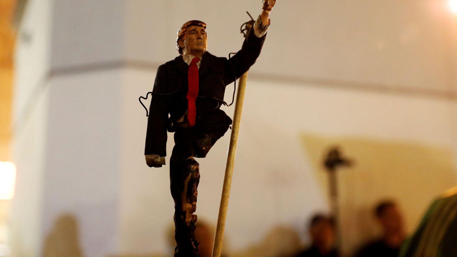 Foto: Un muñeco con la apariencia física de Donald Trump (Reuters)