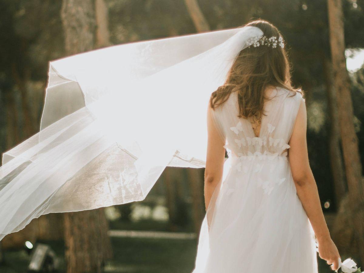 Foto: 15 novias virales con vestidos de firmas españolas. (Alvin Mahmudov para Unsplash)
