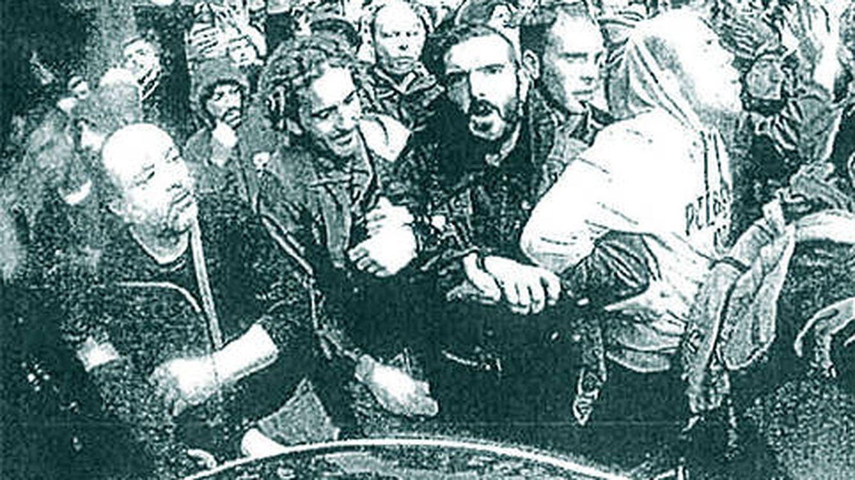 Foto: Vista de los manifestantes desde una de las 'GoPro' de los agentes.