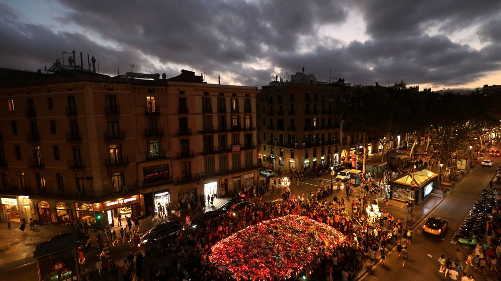 Foto: Homenaje tras el atentado de las Ramblas de Barcelona (REUTERS)