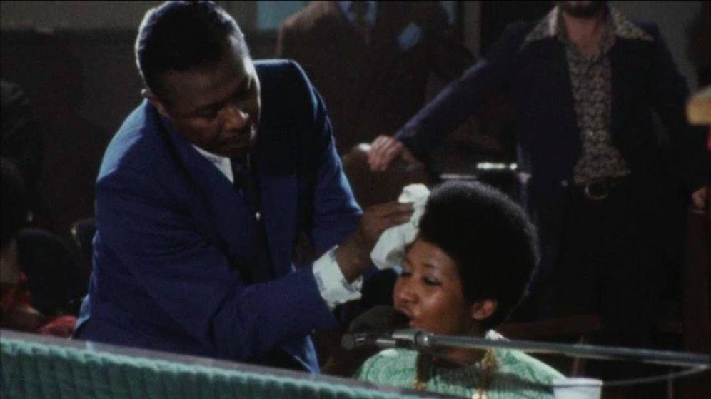 Foto: El padre de Aretha Franklin le quita el sudor a su hija en 'Amazing Grace'. (Caramel)