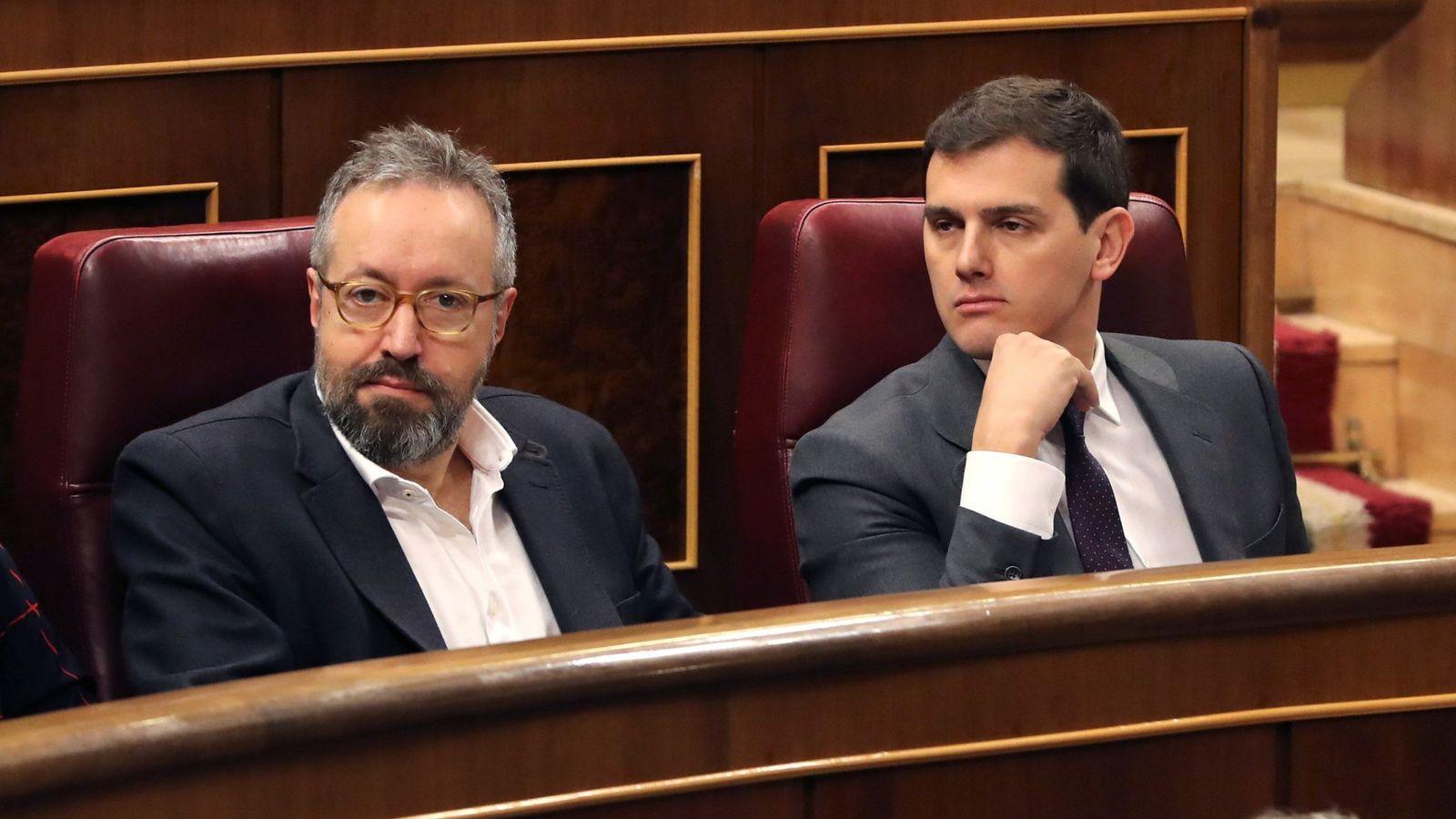Foto: El presidente de Ciudadanos, Albert Rivera, junto al portavoz de Ciudadanos, Juan Carlos Girauta, en el Congreso. (EFE)