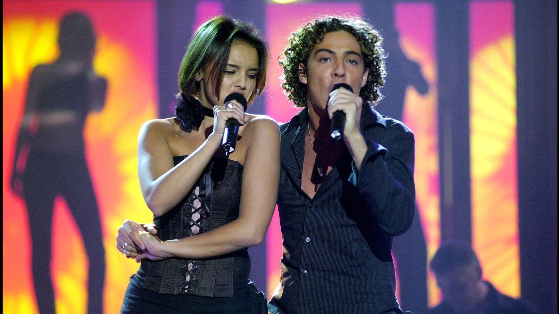 Foto: Chenoa y Bisbal cantando en 'Operación triunfo' en el año 2001 (Gtres)