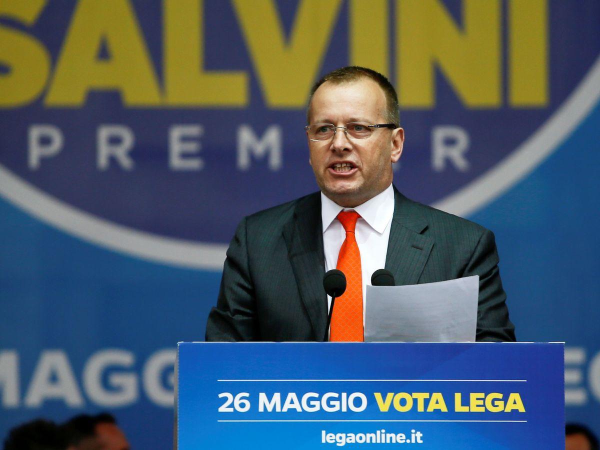 Foto: Bors Kollar, en un evento de partidos nacionalistas europeos y de extrema derecha celebrado en Milán en 2019. (Reuters)