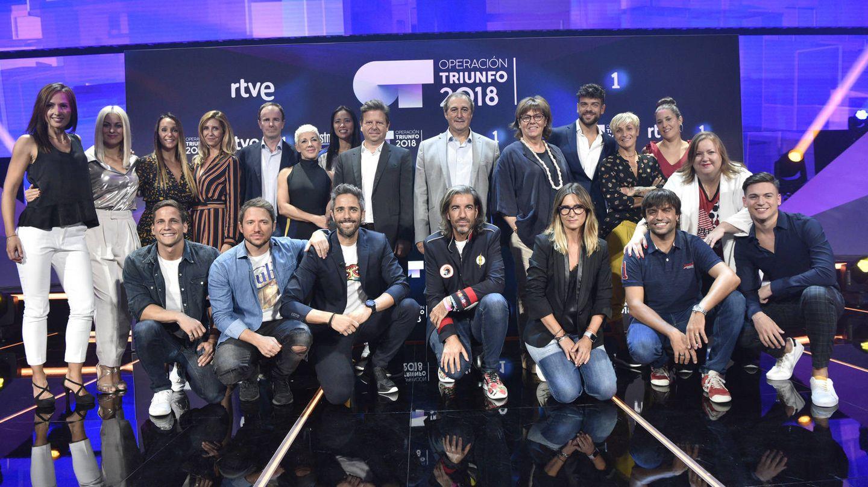 Tinet Rubira con el equipo de 'Operación Triunfo', en RTVE.
