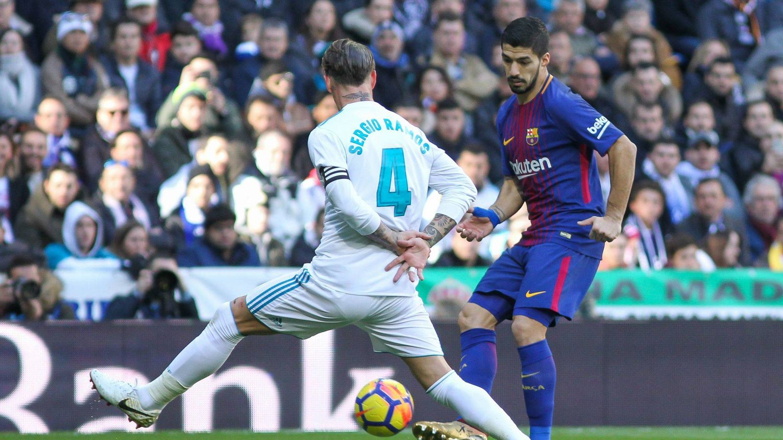 Foto: Sergio Ramos ante Luis Suárez. (Cordon Press)