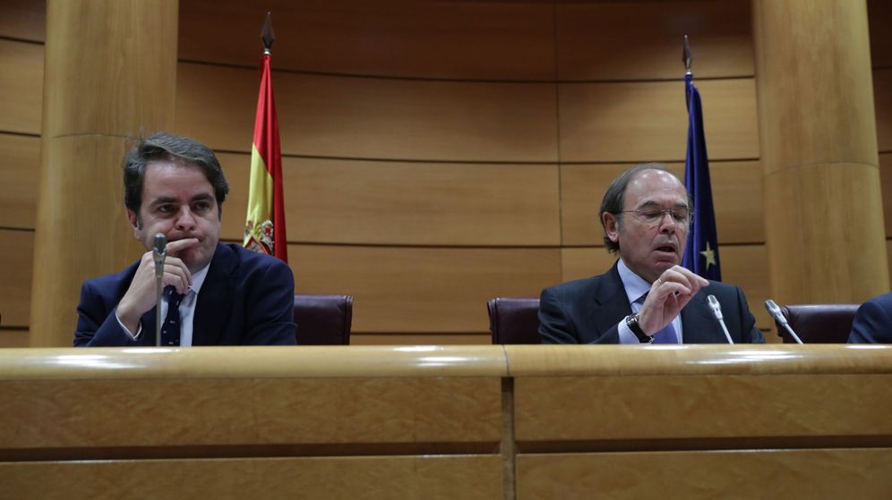 Foto: El secretario de Estado para las Administraciones Territoriales, Roberto Bermúdez de Castro (i), junto al presidente del Senado, Pío García-Escudero (d). (EFE)