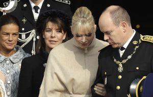 El príncipe Alberto de Mónaco pone orden entre su hermana y su esposa