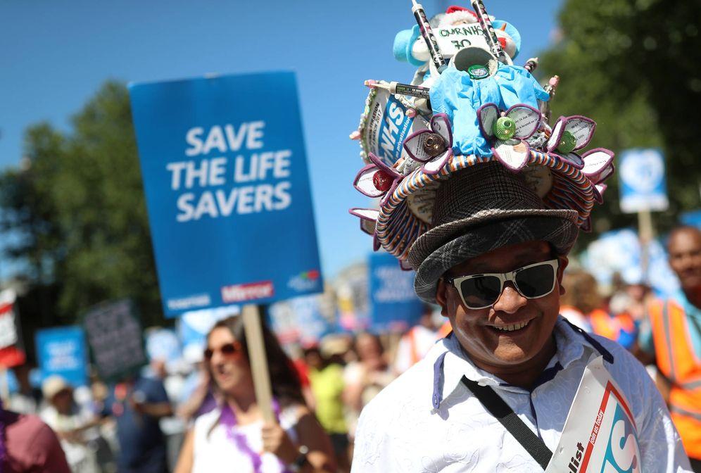Foto: Manifestación en apoyo del Sistema Nacional de Salud (NHS) en Londres, el 30 de junio de 2018. (Reuters)