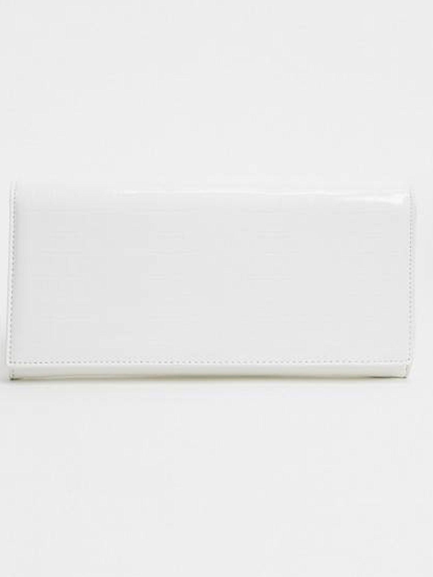 El bolso de mano de Glamorous. (Cortesía)