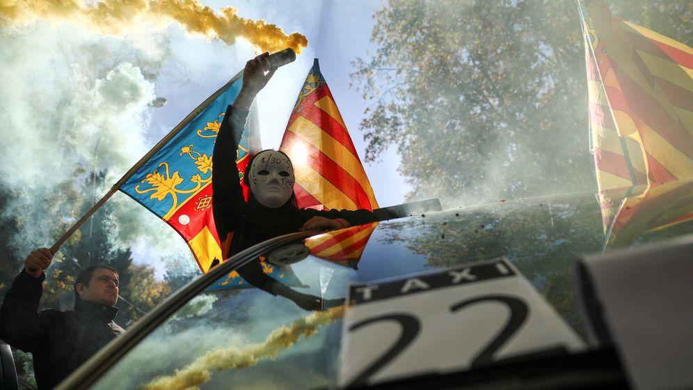 Foto: Un taxista protesta durante la huelga en Madrid del 2017. (Reuters)