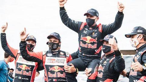 Carlos Sainz termina el Dakar con victoria y sube en hombros a Stephane Peterhansel